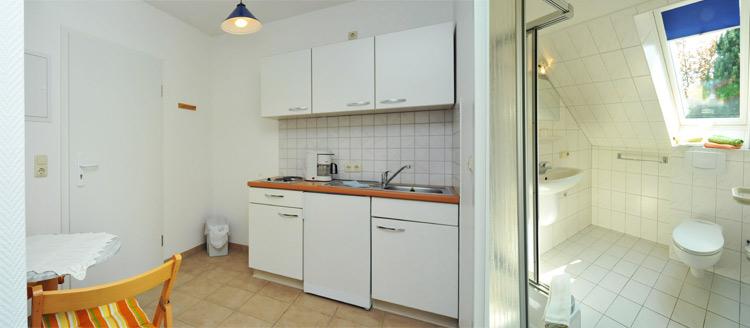 Die hellen und sauberen Küchen und Bäder unser Appartements